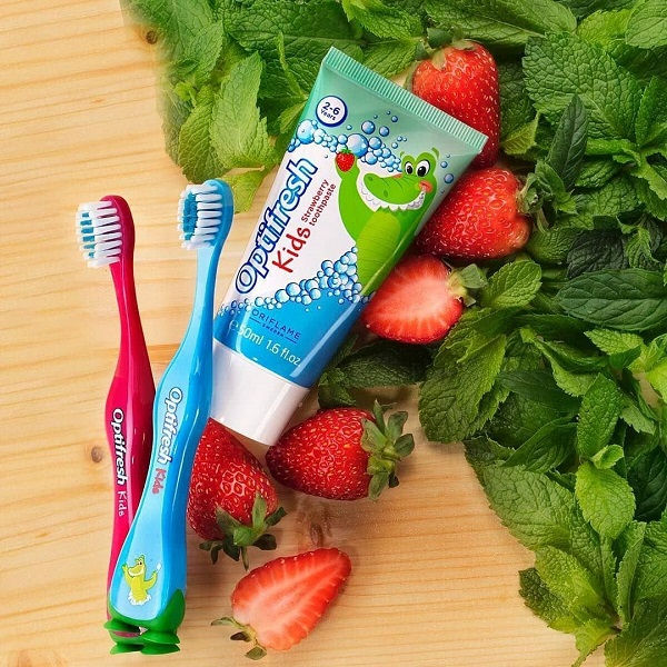 Kem đánh răng trẻ em Optifresh Kids Strawberry Toothpaste  review